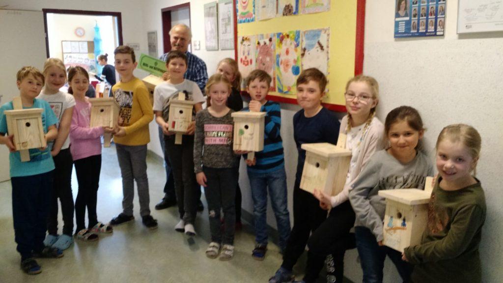 berg-und-naturwacht-gaishorn-volksschule-nistkaesten-2